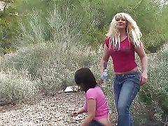 Culo en la Cara, Dominación Femenina, Fetichismo de Pies, Al Aire Libre