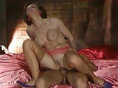 Çifte penetrasyonu, Porno yıldızı, Küçük göğüsler