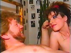 Grosse Boobs, Blondine, Deutsch, Jahrgang